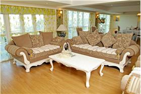 素雅裝飾營造純凈的田園風格。柔和的粉紅色、新鮮的黃綠色,素雅的裝飾讓人感到整個房間都清爽宜人