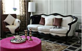 黑白空間一點粉色點睛,整體書柜與S曲線彰顯古典唯美,星河花園新古典三居靚麗登場