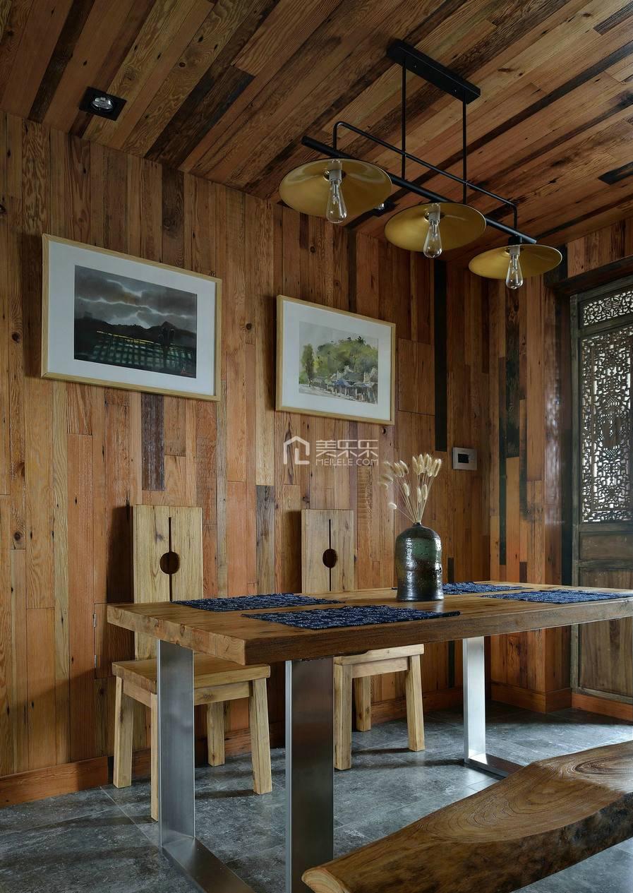 实木餐桌近景