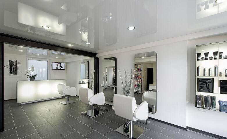 现代简约风格美发店装修效果图-现代简约风格转椅图片