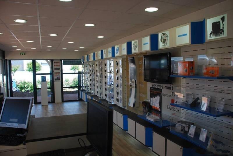 现代风格手机店装修图片-现代风格展柜图片
