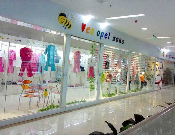 现代简约风格童装店挂衣墙装修效果图-现代简约风格墙上置物架图片
