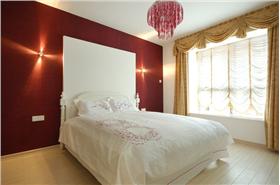 田园风格追求自然,碎花布艺的沙发是最典型的代表