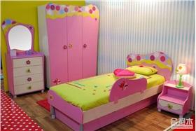 粉色公主风儿童房