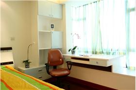 现代风格黄色卧室