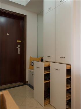 现代四居室多功能鞋柜装修设计