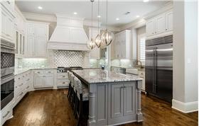 精美白色欧式风格厨房橱柜