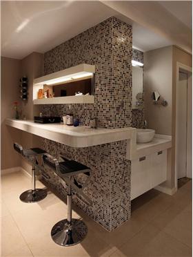 白色现代风格卫生间洗手台装修设计图